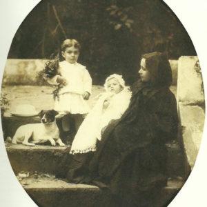 Retrato fotográfico de su esposa y sus nietos en la Rambla de Castro.|1911. Colección particular. Puerto de la Cruz (Tenerife)