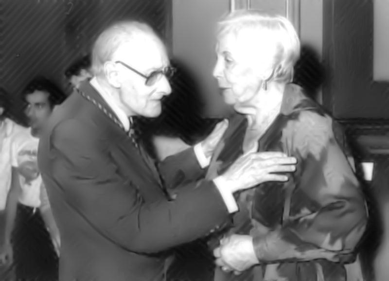 El compositor Manuel Bonnín y Lola de la Torre se reencuentran en el acto de Alfredo Kraus como Académico de Honor (1985).