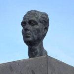 Busto de Felo Monzón realizado por Tony Gallardo (2000). Situado en el barrio de 7 Palmas de la capital grancanaria, en la avenida que lleva su nombre.