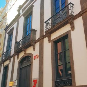 """Edificio para la sociedad """"La Benéfica"""". Ruiz de Padrón. Santa Cruz de Tenerife, 1893. (Foto: F. García Barba)"""