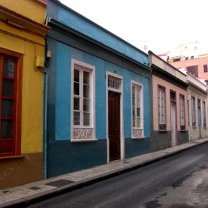 """Viviendas en el barrio del Toscal para la Sociedad Constructora de Edificaciones Económicas """"El Progreso"""". Santiago / San Antonio. Santa Cruz de Tenerife, 1895. (Foto: F. García Barba)"""