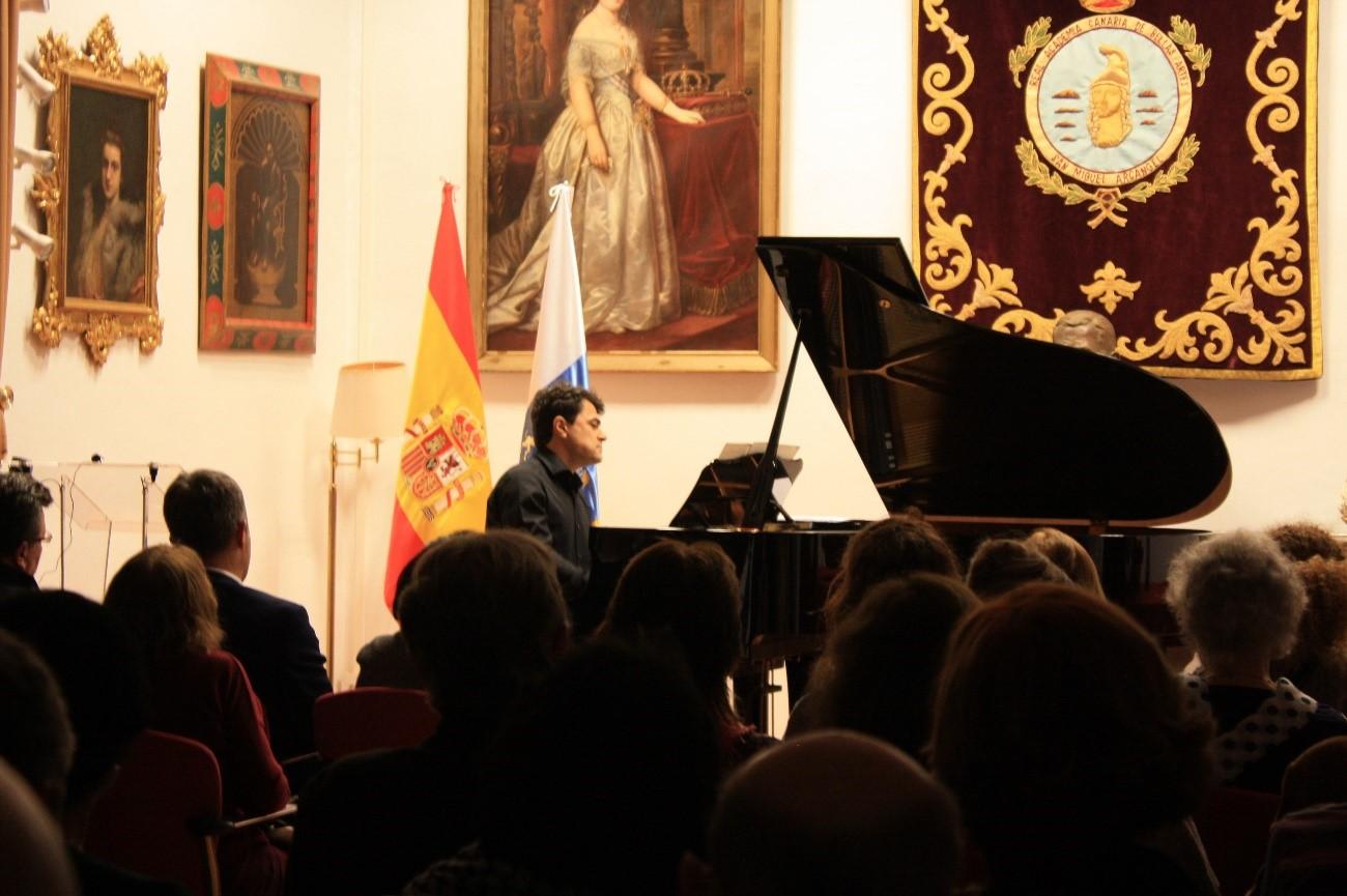 Gustavo_Daz-Jerez