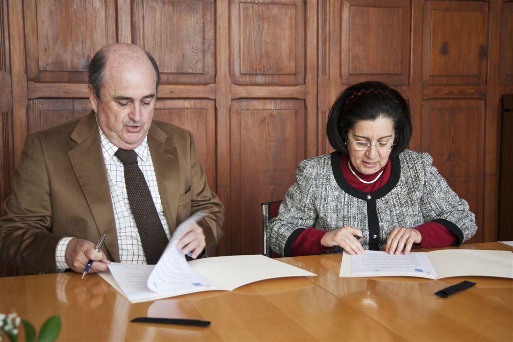 firma_convenio_gabinete_literario